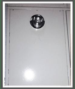 PSの扉から確認できる前方排気型の煙突