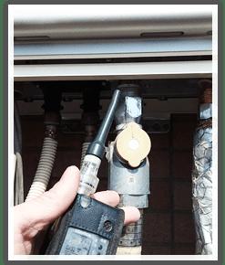 ガス漏れ検査の様子