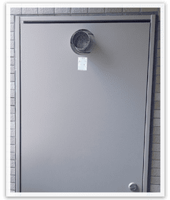 PS扉を閉めた状態で確認できる前方排気の排気口